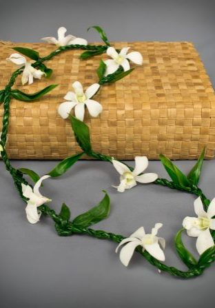 Ti Leaf Single Dendrobium Lei 0115
